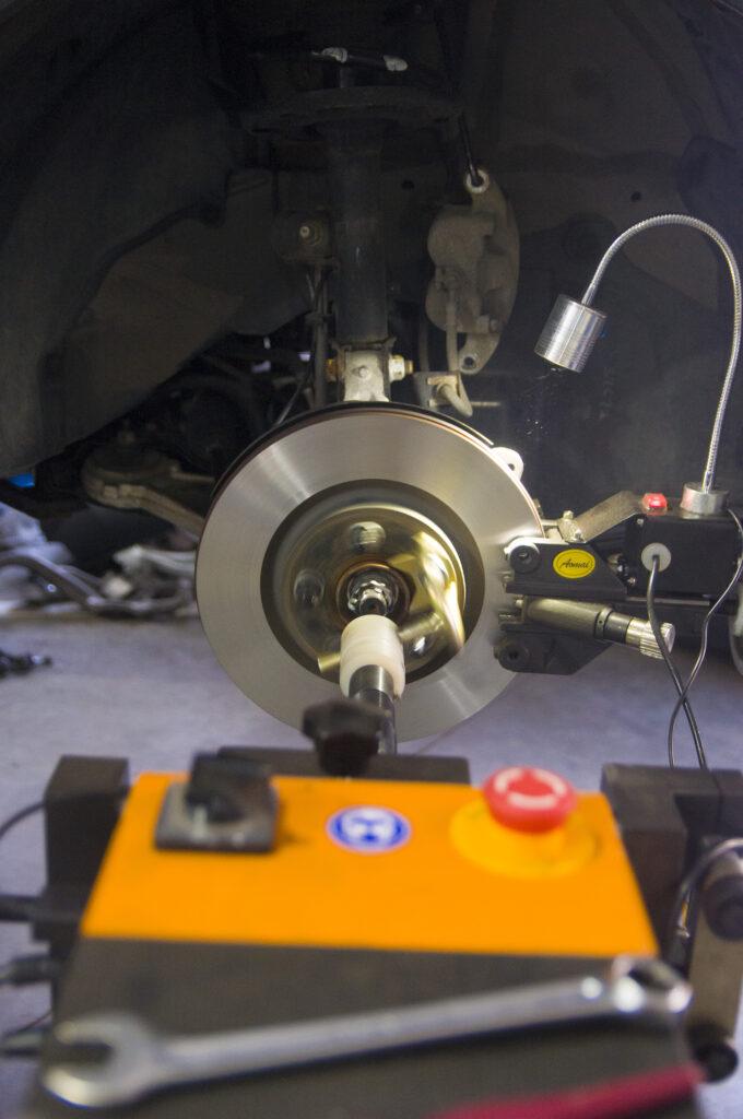 Диагностика и проточка тормозных дисков в компании Элькарс
