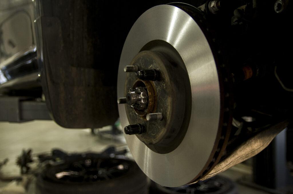 Проточка тормозных дисков в автосервисе Элькарс